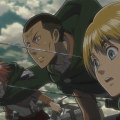 Armin observa la pelea entre Eren y Reiner.