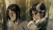 Ymir arrêtant Eren