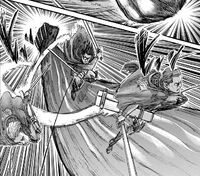 Hanji leitet den Angriff gegen den kolossalen Titanen