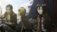 Connie Armin i Mikasa pojawiają się w magazynie