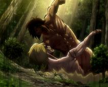 Eren kämpft gegen den weiblichen Titan