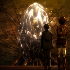 Levi observa a Annie en el cristal.