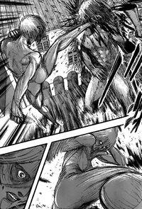 Annie kämpft gegen Eren