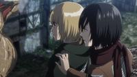 Mikasa bemerkt, dass Armin ganz still ist