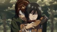 Hanji hält Mikasa fest