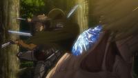 Der weibliche Titan verhärtet seinen Nacken
