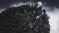 Erwin auf einem Berg voller Leichen
