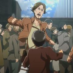 Eren se enfrenta a un soldado.