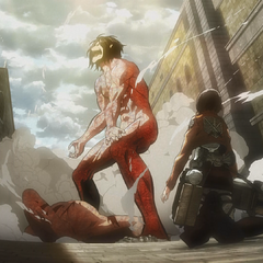Mikasa observa a un titán exentrico que ataca a otros titanes.