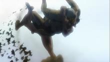Eren powala Reinera, wykorzystując technikę walki, której nauczył się od Annie