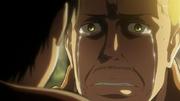 Hannes pleurant devant Eren