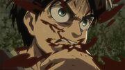 Eren se mordant le doigt