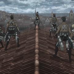 Mikasa exhibe su fuerza.