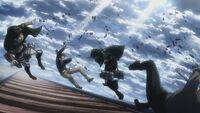 Mikasa greift Berthold und Reiner an
