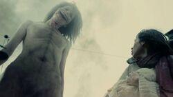 Titan Souriant face à Mikasa (Live-Action)