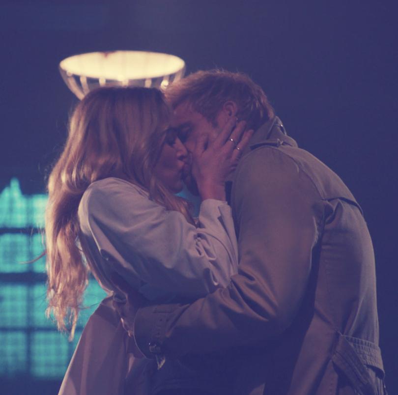 نتیجه تصویری برای kiss Sarah and constantine