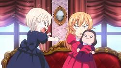 Erina und Alice während ihrer Kindheit