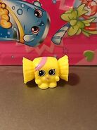 Shopkins-Lot-Of-2-Easter-Exclusive-Yellow-Wrapper