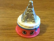 Ella tower cake toy