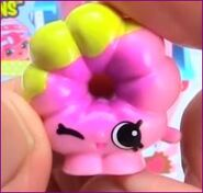Rolly donut toy