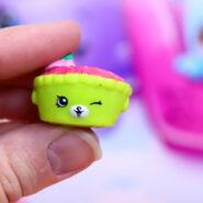 Shy pie toy