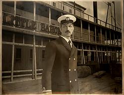 CaptainPhoto