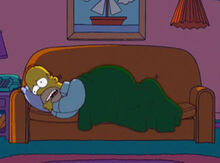 Homer dormir no sofá triste