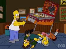 Homer levanta pinball