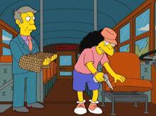 Skinner tomando arma otto