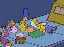 Simpsons acampando calçada