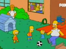 Familia joga bola ronaldo observa