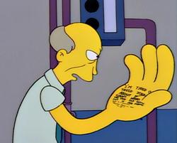 Mężczyzna z wielką dłonią
