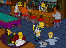 Burns limpando bar moe