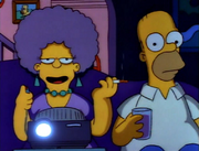 Patty i Homer przed telewizorem