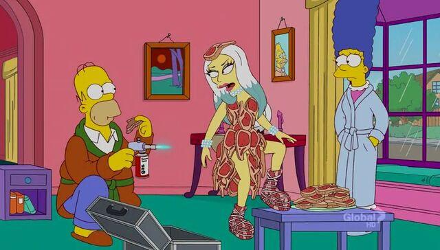 File:Lisa Goes Gaga 73.JPG