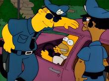 Homer policiais apressadinho