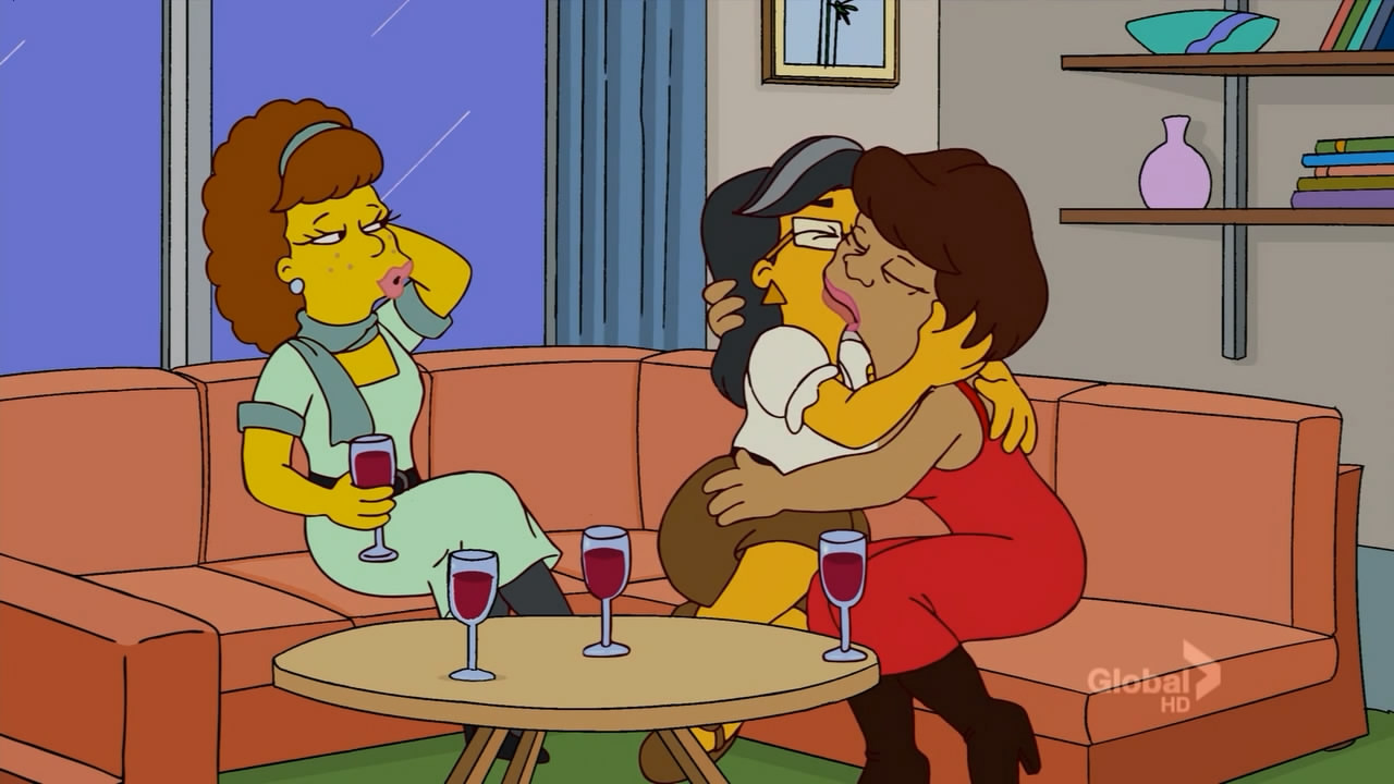 The Simpsons - The Seven Sisters - Smith Kiss Bryn Mawr - Lesbian Kissing.