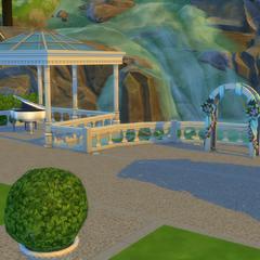 El lugar de la boda de Von Haunt con un piano de cola blanco cerca.