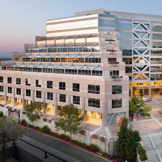 Edificio <i>California Plaza</i> en Walnut Creek, sede del estudio Maxis hasta 2004.