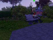 Селина Каасви-Оак на скамейке