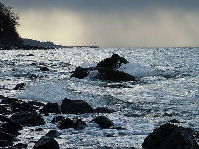 File:Cloch-beach-view.jpg
