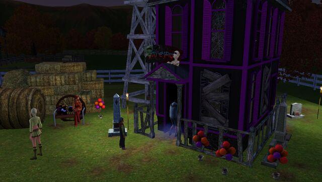 File:Festival fall - haunted house.jpg