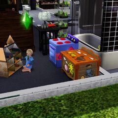 Un infante jugando con su casa de muñecas.