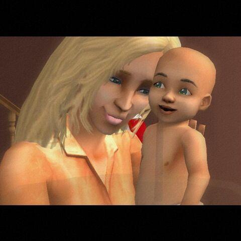 Una madre sosteniendo a su bebé.