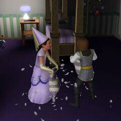 Dos niños peleaban con los trajes de príncipe y princesa del vestuario.