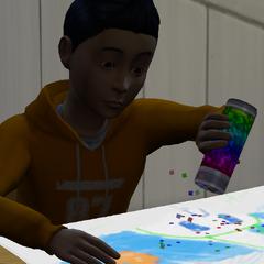 Un niño jugando con la mesa de actividades.
