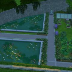 Un jardín a la derecha de la finca con algunas plantas cosechables.
