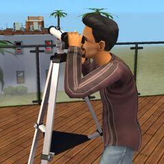 Juan mirando por el telescopio.