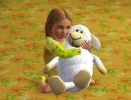 Эми с любимой игрушкой, овечкой Танюшей