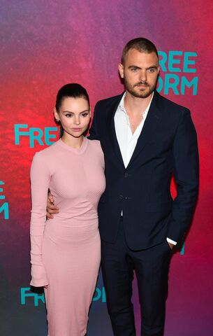File:Alex Roe and Eline Powell at Upfront NY 2017.jpg